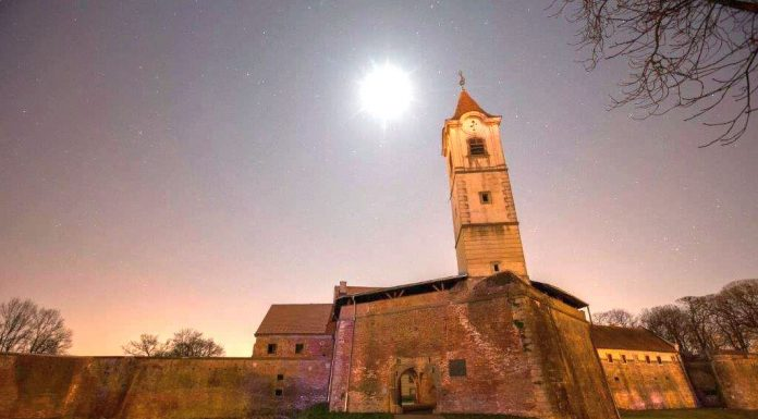 Čakovec Stari grad sat za planet zemlju