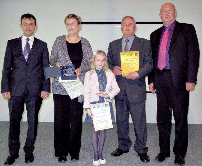 Dobitnici javnih priznanja Općine Selnica Branko Kutnjak (posthumno uručeno supruzi Verici), Luna Sakač, Vladimir Baksa, s Radovanom Zadravcem (lijevo) i Ervinom Vičevićem (desno)