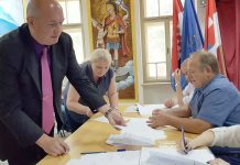 Ervin Vičević potpisuje načelničku prisegu