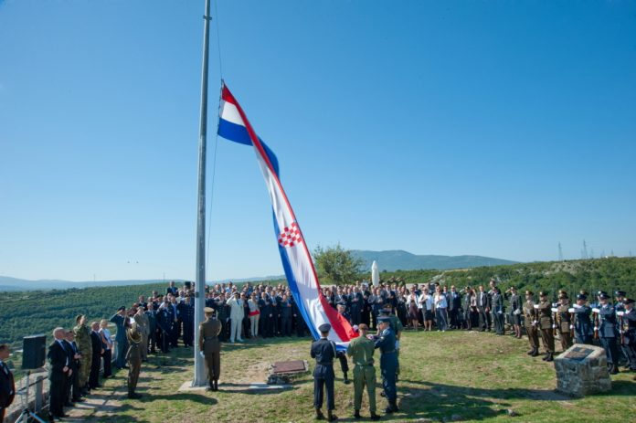 Hrvatska zastava Knin tvrđava