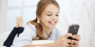 Djeca sve više vremena provode na mobitelu