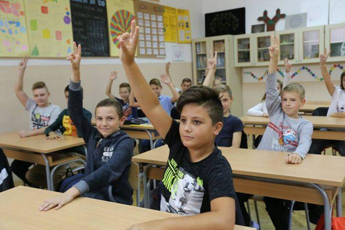 Prvašići učenici škola