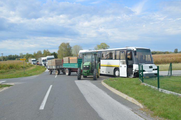 sudar autobus traktor Podturen