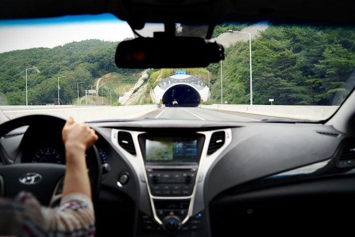 tunel vožnja autocesta