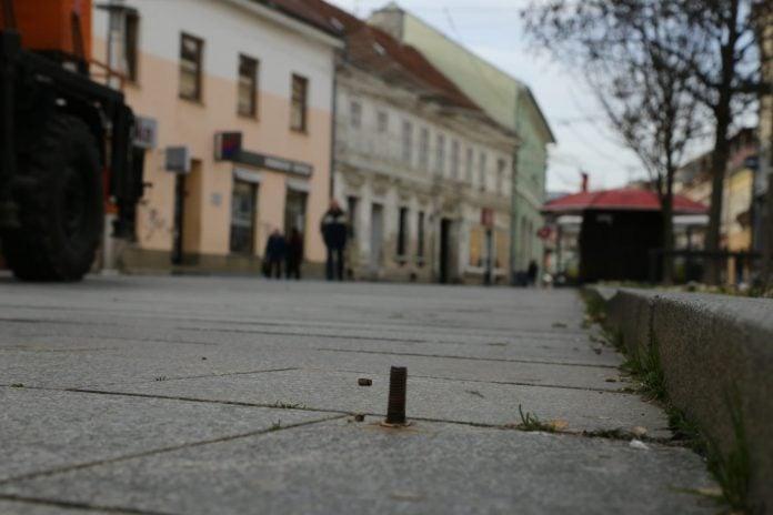 Opasan vijak usred Franjevačkog trga