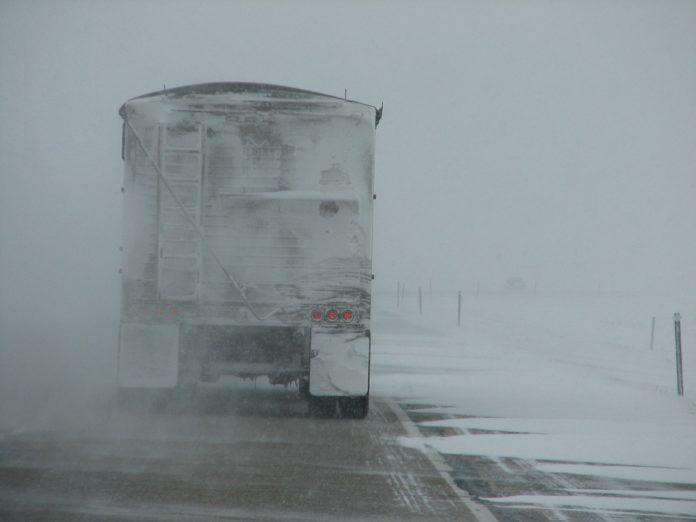 kamion snijeg