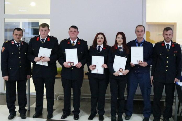 Dio nagrađenih članova za svoje uspjehe i zasluge sa predstavnikom VZMŽ Robertom Meglićem, vidljivo je da i u Vulariji ima ženskih članica