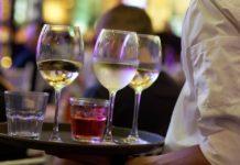 konobar bar kafić alkohol