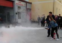Vatrogasna mladež je naučila i rukovanje vatrogasnim aparatom