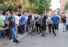 Prosvjed roditelja ispred Osnovne skole Vukomerec pucnjava Romi