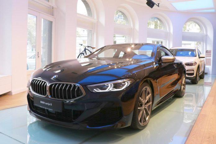 BMW serije 8 Coupé u Carbon black boji