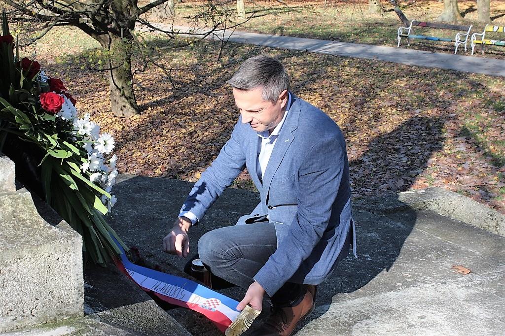 Gradonačelnik položio vijenac podno spomenika poginulim Čakovčanima u I. svjetskom ratu