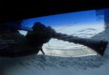 auto struganje smrznuto staklo vjetrobran