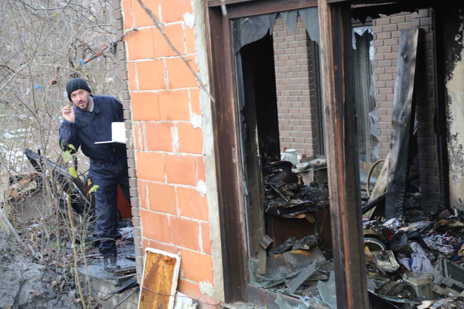 """FOTO: """"Strašno je u 21. stoljeću što u Čakovcu čovjek mora da se ugrije paliti novine i kartone nasred kuće""""!"""