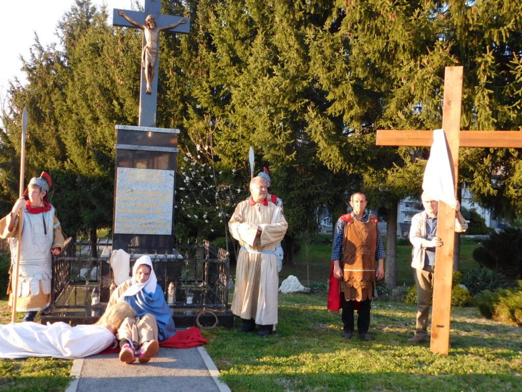 FOTO: Križni put u Svetom Martinu okupio mnogobrojne vjernike!
