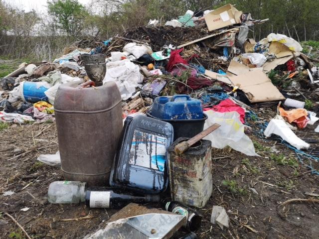 Ilustracija, divlje odlagalište otpada