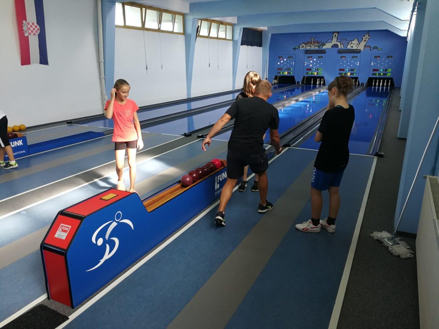 Čakovečki školarci na kampovima iz plivanja, kuglanja i stolnog tenisa
