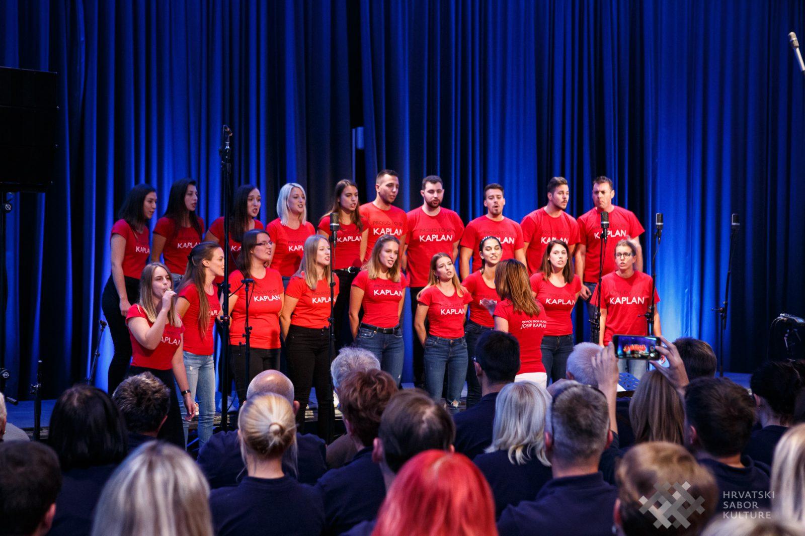 3. ZLATNA PLAKETA Pjevački zbor mladih _Josip Kaplan_, Rijeka
