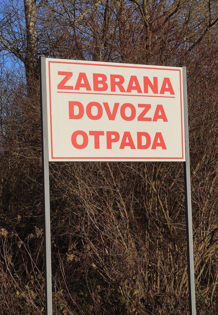 """EKO KRITIKA ČITATELJA: Što se krije iza novo postavljene natpisne ploče """"zabrana dovoza otpada"""" u Podturnu?"""