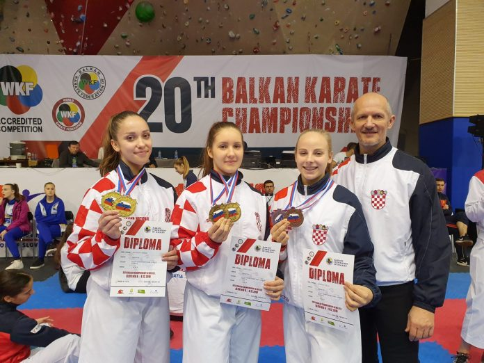 Sabina, Inga i Stela s trenerom