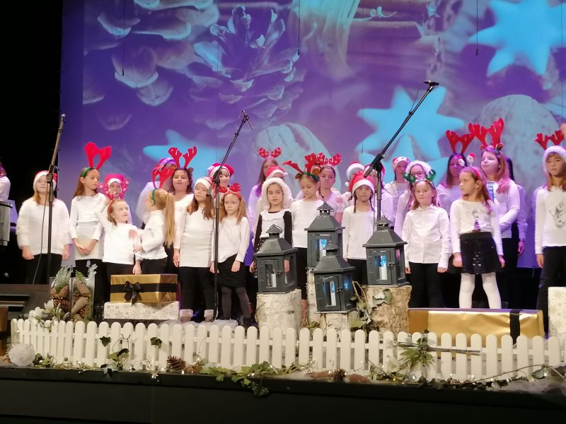 Na trećem adventskom koncertu u CZK Rudar gostovala Ženska vokalna skupina Sv. Marko i gosti