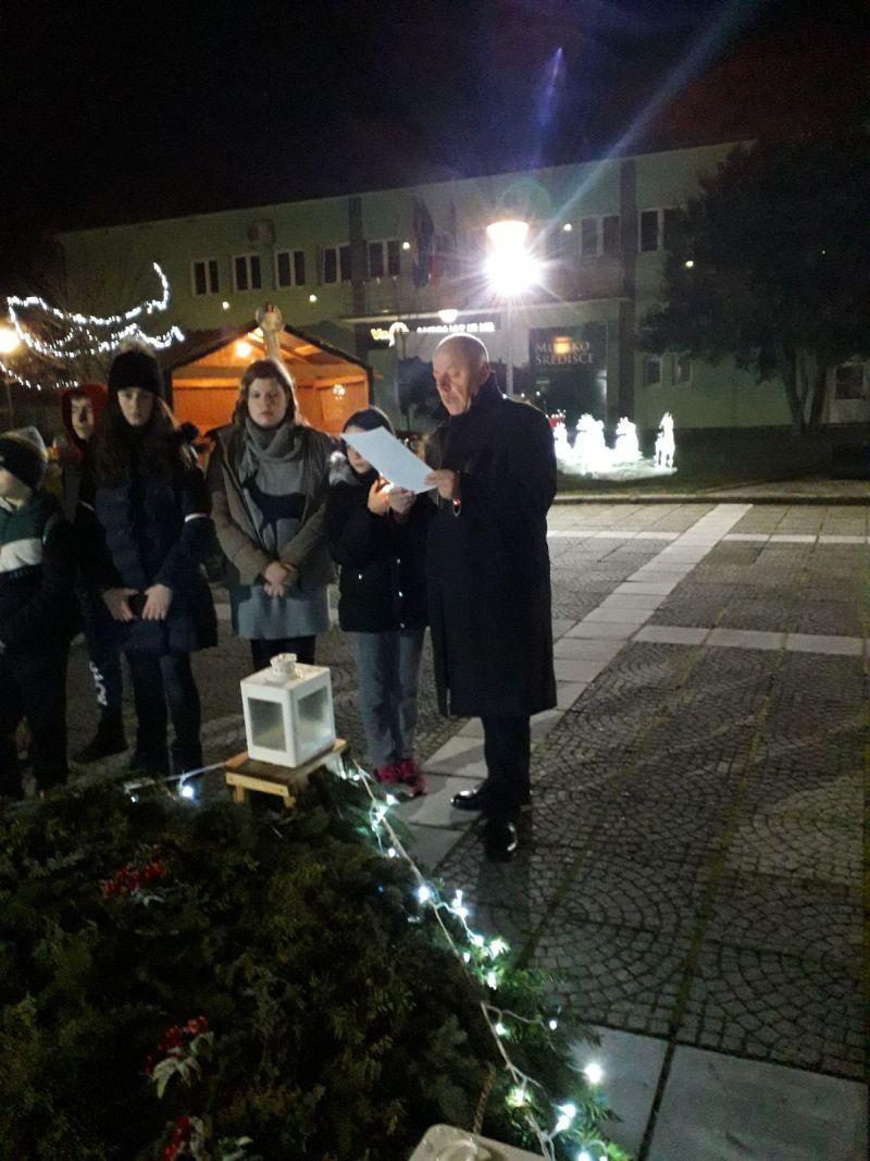 Članovi Malog kazališta Mursko Središće upalili treću adventsku svijeću