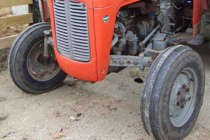 Traktor, foto ilustracija