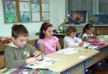 Učenici ponovno u školskim klupama, ilustracija