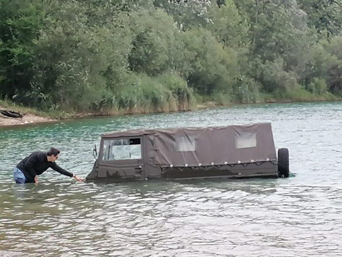 auto u vodi