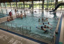 predškolarci na bazenu