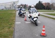 policajci na motoru