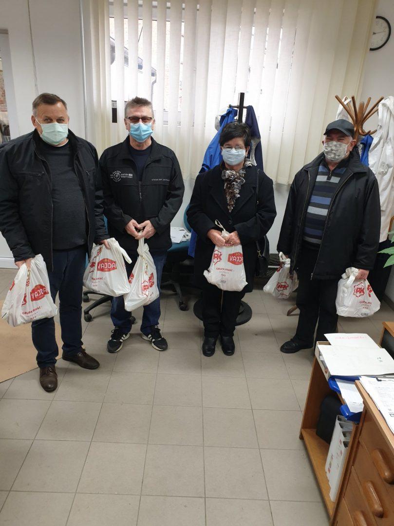Zlatko Marciuš, prvi s lijeva, oduševljen je što je Vajda usprkos pandemiji pronašla način kako obradovati svoju širu obitelj