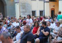 Isječak atmosfere s predstave Tajkuni Ljeta u gradu Zrinskih