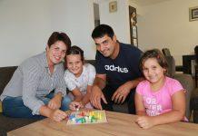 Obitelj Perhoč u svojoj novoj kući u Nedelišću